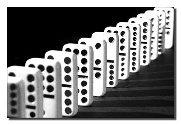 """Thème du mardi """"Alignement en noir et blanc"""" - photo par Jean Martin"""